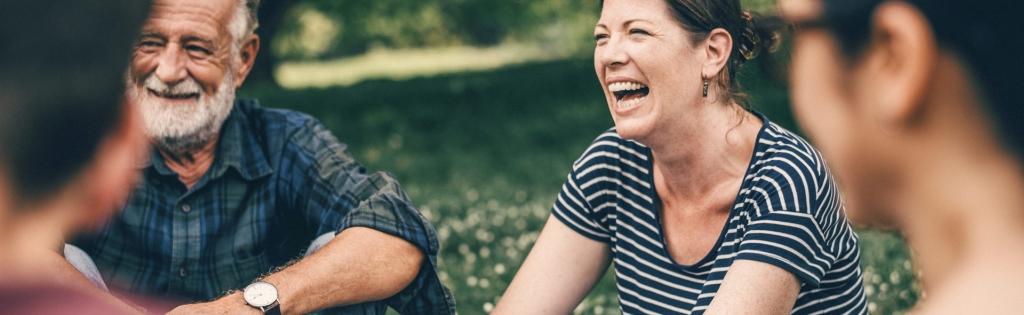 Bürger diskutieren und lachen